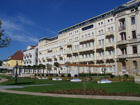 Garten vor dem Hotel Elbresidenz